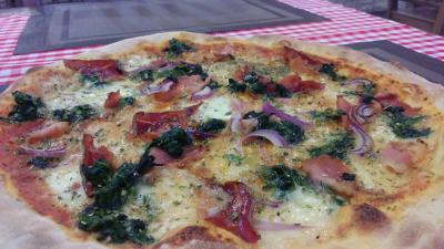 Nowe pizze z wyjątkową świeżą mozzarellą.